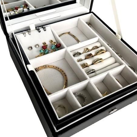 Stor smyckeskrin i svart läder för många smycken